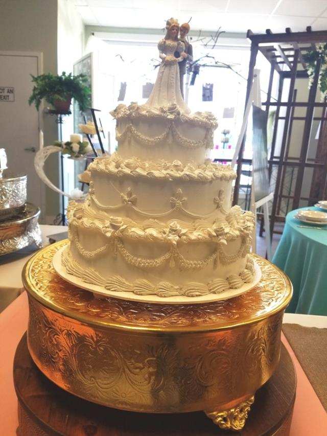 Where to find GOLD 18  ROUND CAKE STAND in Mt. Airy